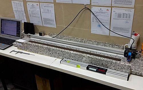 Stanowisko pomiarowe płaskości liniałów kolejowych